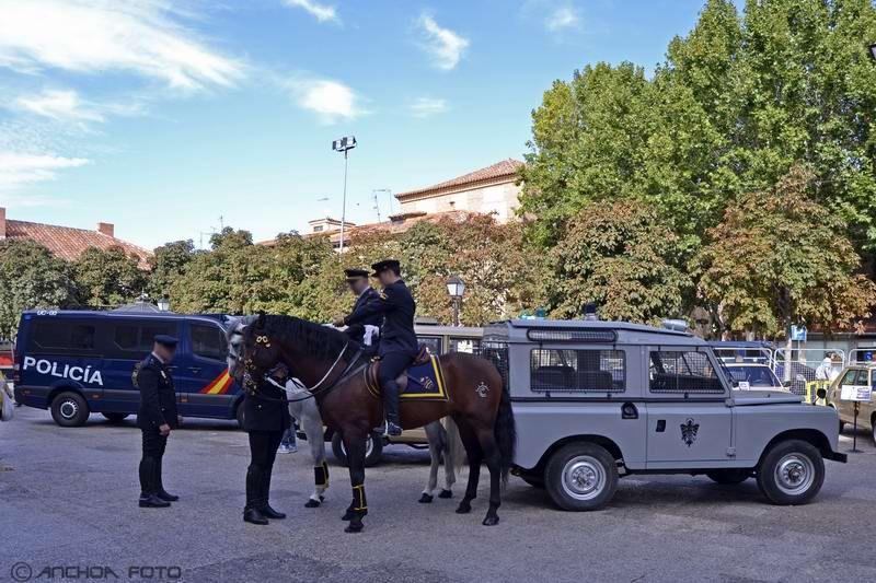 EXPOSICIÓN DE VEHÍCULOS DE POLICÍA EN ALCALÁ DE HENARES.