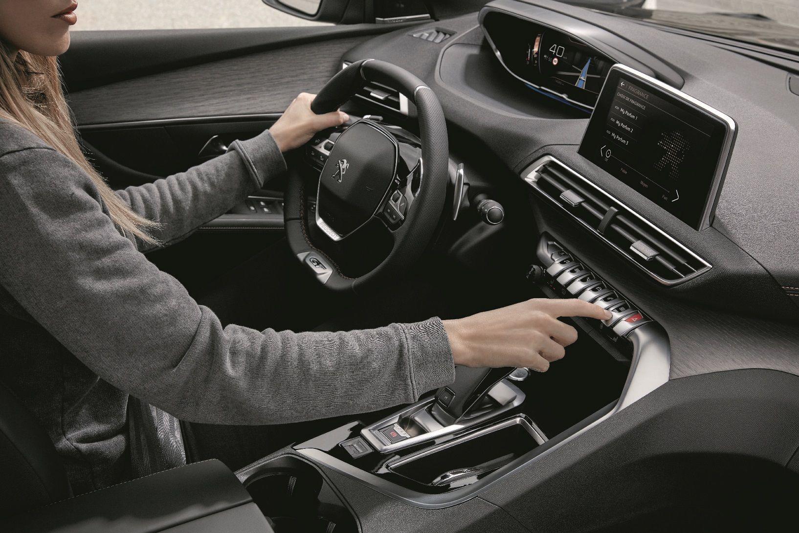 elegir tu coche bas ndote en el olor con el nuevo peugeot 3008 rh clasicosalvolante es Peugeot 3008 2018 Peugeot 2016 3008